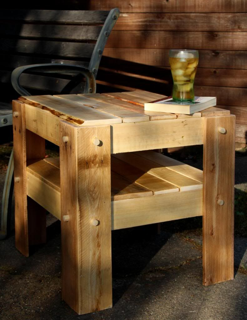 Rustic Side Table Made With Pallet Wood Woodworking For