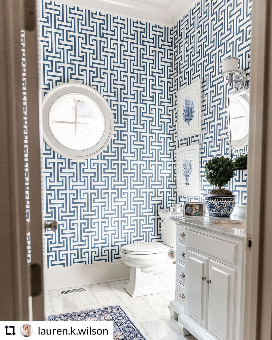Thibaut On Instagram It S Amazing How Much Wallpaper Can Transform A Room Lauren K Wilson Thibaut Agrees Lauren Uses Our Ming Trail Wallpaper From Th