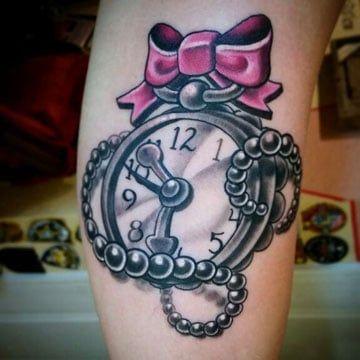 Tatuaje para mujer de reloj