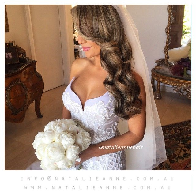 This stunner !! @maggiehassoun #makeup by @makeupby_melissasassine #hair by @natalieannehair #flowers @flowerculturebyjohnemmanuel dress @leahdagloria