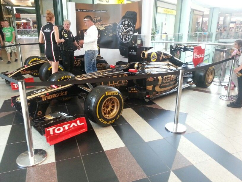 Shoppin mall in buda just as f1 was coming to town