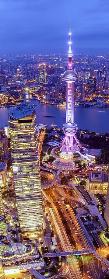 Whilst surpassed by the new, taller Shanghai Tower, the Oriental Pearl Tower is still a must see in Shanghai. #shanghai #china #skyscraper #architecture #wonder