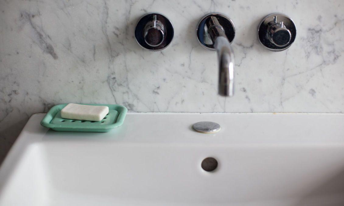 détail lavabo salle de bain tamara taichman