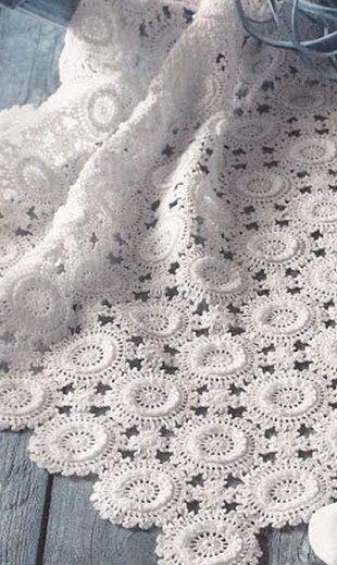 Fata de masa cu motive de croșetat | Crochet Motives | Pinterest ...
