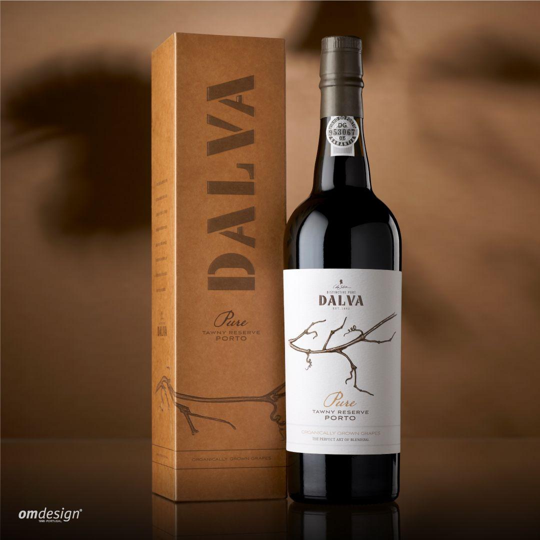 Dalva Pure (2020) #StayOm #Omdesign #Design #Portugal #LeçadaPalmeira #Since1998 #AwardedAgency #DesignAwards #WineDesign #WinePackaging #Packaging #PackagingDesign #Dalva #DalvaPure #CdaSilva #Douro #VinhodoPorto #PortWine #IVDP #VinhosPortugueses #PortugueseWines #WineLovers