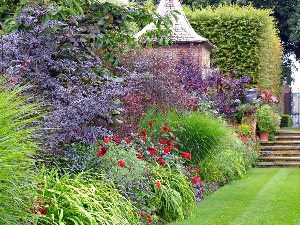 the red border at hidcote left susan rushton beautiful gardens 2 pinterest stauden und. Black Bedroom Furniture Sets. Home Design Ideas