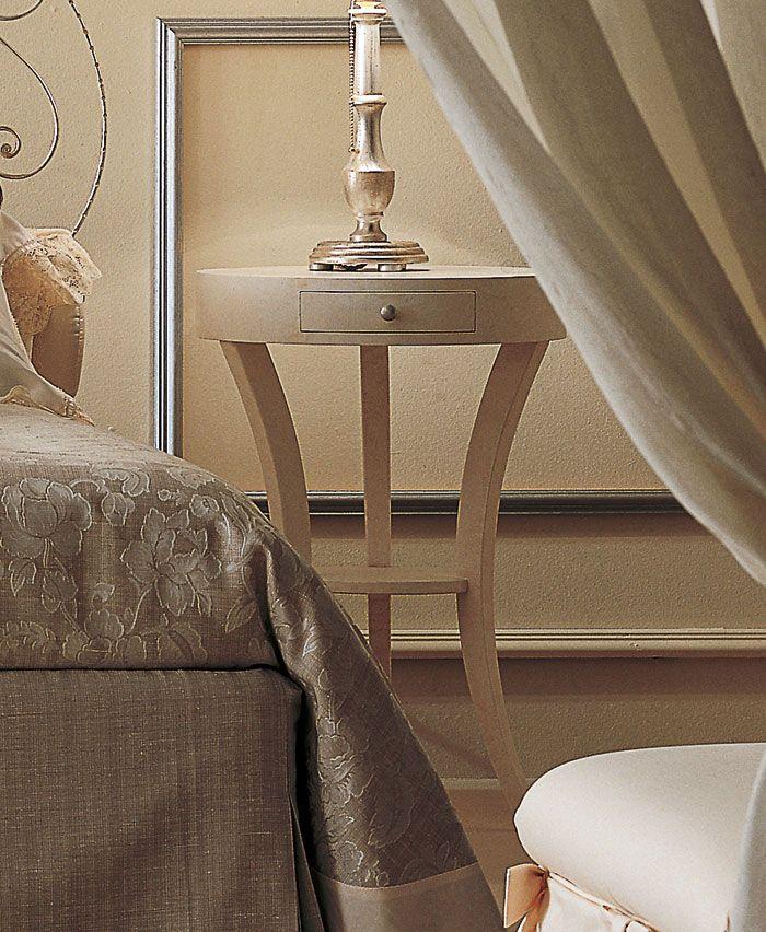Comodini classici per l\'arredamento della camera classica ...