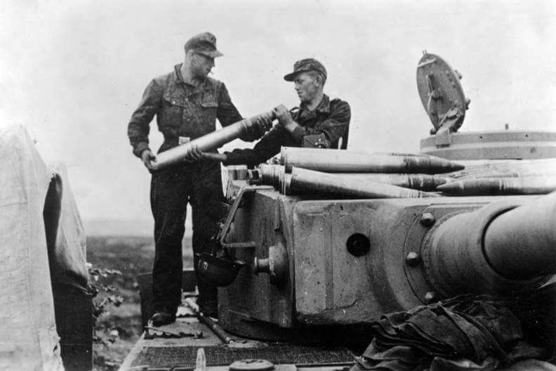 Resuppling a Tiger 1 with ammuntion supplies