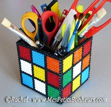 rubiks-cube-pot-a-crayon-en-perles-hama