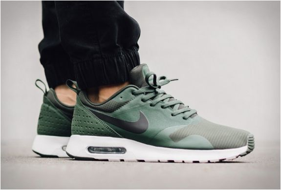 Nike Air Max Tavas Grove Green Black White 705149 305
