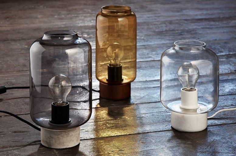 coole raumgestaltung im industrial style mit retro tischlampen aus glas, beton, holz oder marmor
