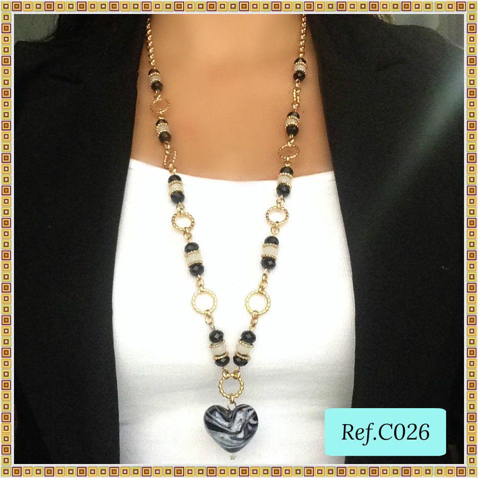 a1791fd2d024 Set de Collar y Aretes Corazón de Cristal y Muranos Negros y Aretes en Oro  Goldfilled. www.brownikaaccesorios.com