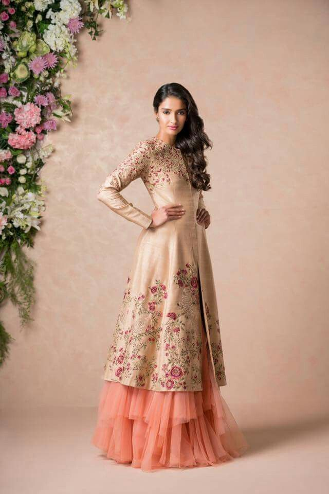 Pin By Anamika Pandit Indore On Fashion Pakistani Wedding Outfits Indian Designer Outfits Indian Outfits
