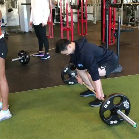 Shamila bringing the heat on her leg day 💥50kg lunges @ 50kg BW 💯Beast mode @aegisfitness  ...
