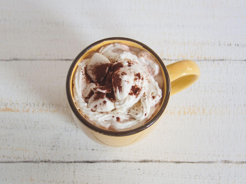 nach heiße Schokolade mit veganer Sahne und Marshmallows | The Vegetarian Diaries