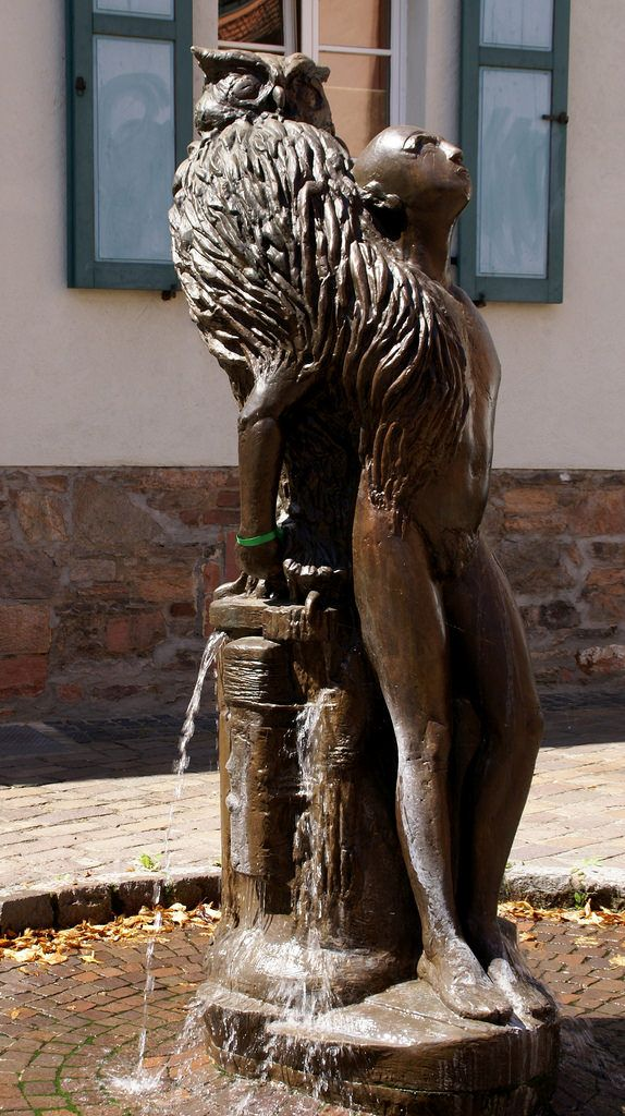Aschaffenburg, Stiftsgasse, Eulenbrunnen von Helmut Massenkeil | by HEN-Magonza