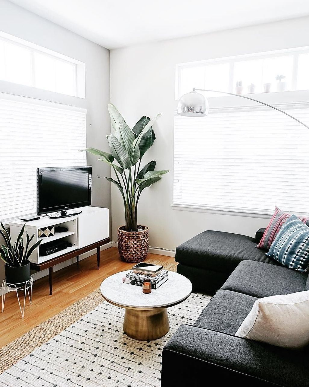 Nice 50 Cheap Minimalist Home Decorations Living Room ... on Awesome Apartment Budget Apartment Living Room Ideas  id=63465