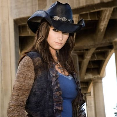 Country music hall of fame and museum to unveil terri for Terri clark pics