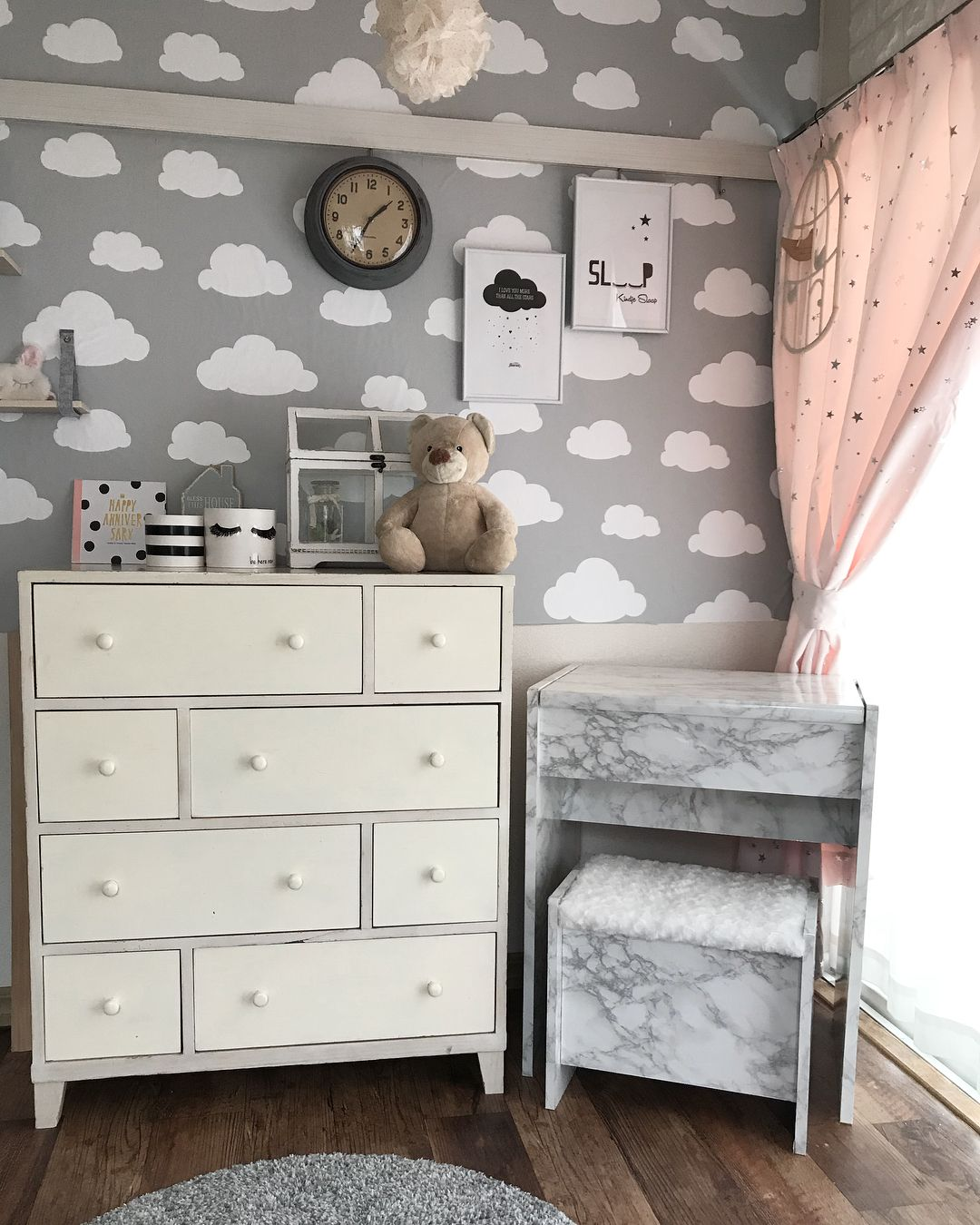 Maiikkoo On Instagram こんばんは 娘の部屋にずっとカーテンを探していたんだけど なかなかこれ って思うのがなくて でも今日コーナンに行って たまたまカーテン売り場を見たら可愛いの発見 色もお値段もナイス 古い 178 2枚入りで29 娘の