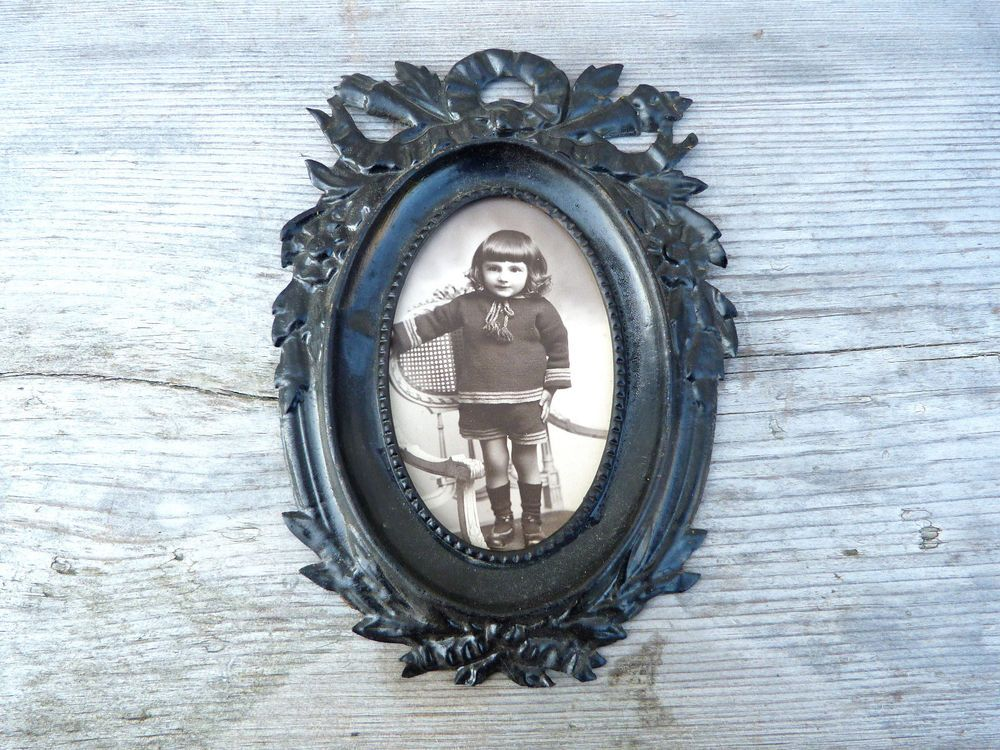 Antique 1850 /1900 Victorian French black painted tole metal cut out photo frame