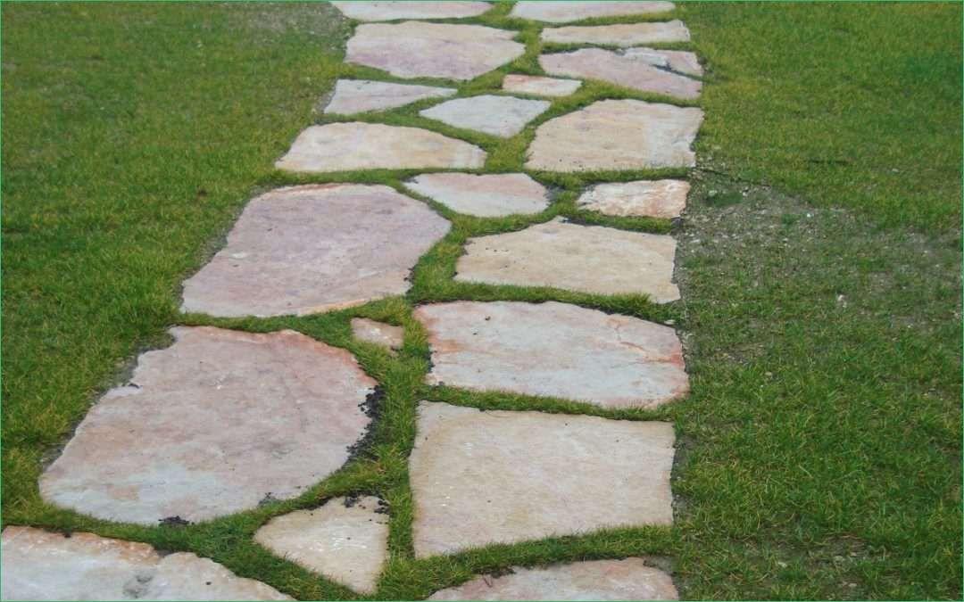 e realizzare un vialetto in giardino con pietre irregolari