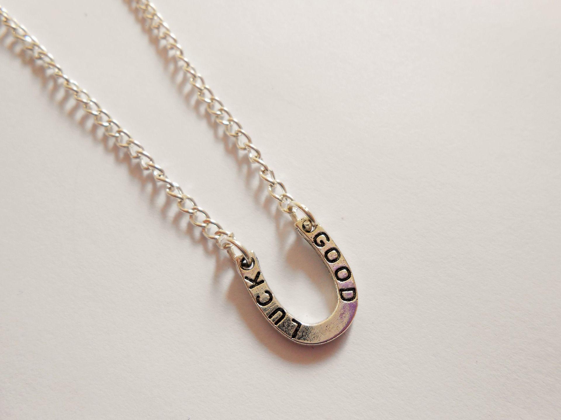 mode de luxe dernière collection nouveaux prix plus bas collier fer à cheval - collier porte bonheur - collier good ...