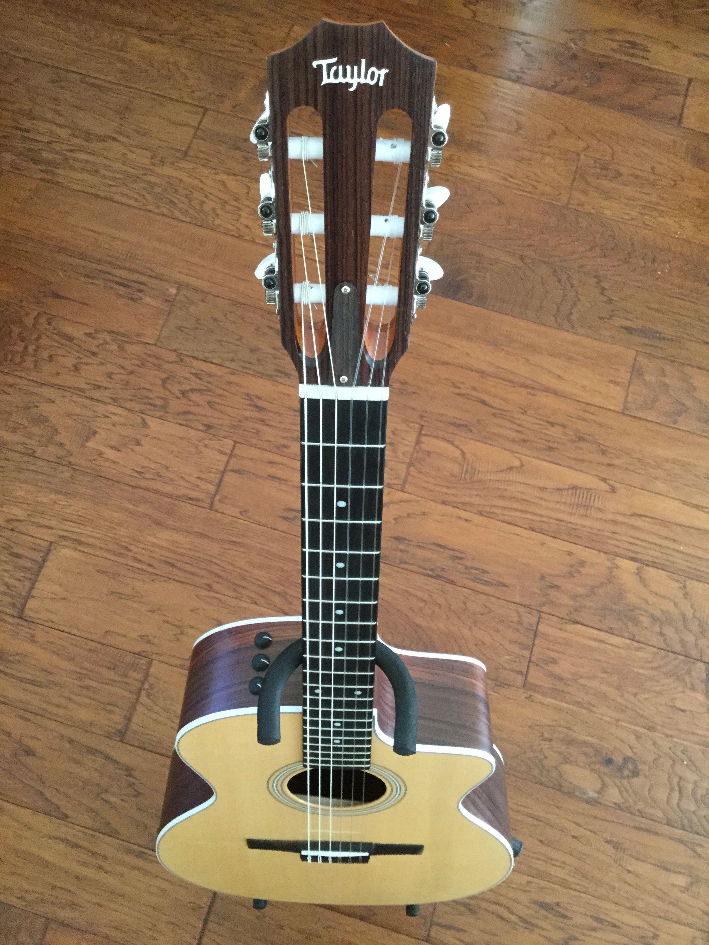Pin en music makers guitars