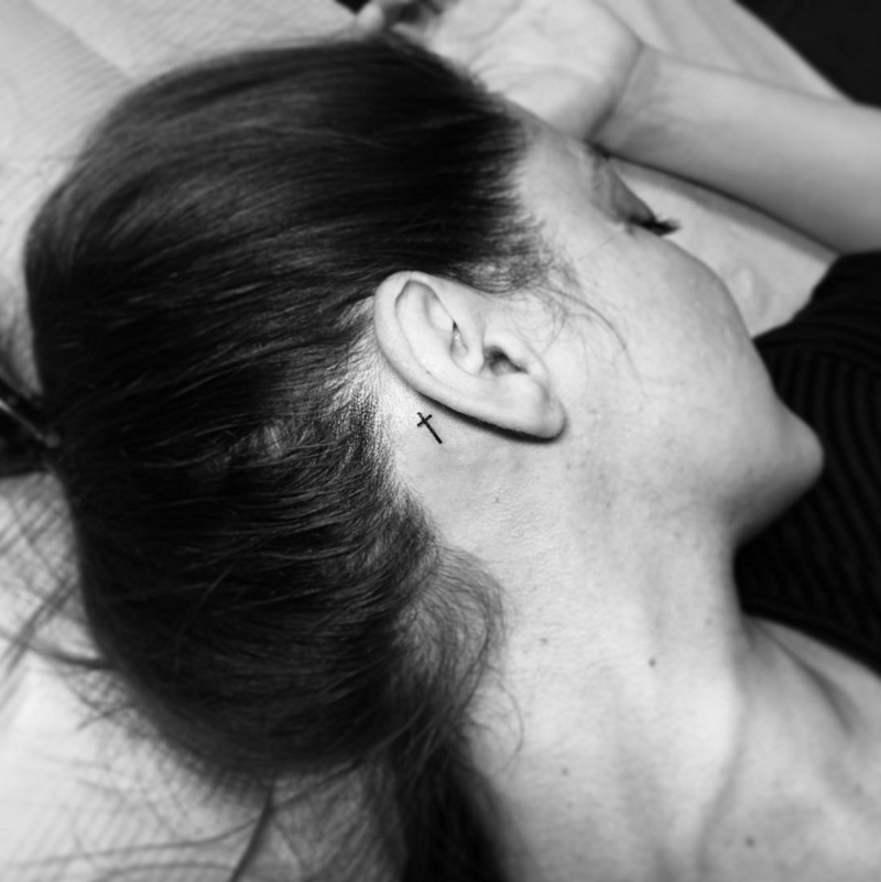 11 Behind The Ear Tattoos That Are Too Cute To Hide Behind Ear Tattoos Ear Tattoo Behind Ear Tattoo Small