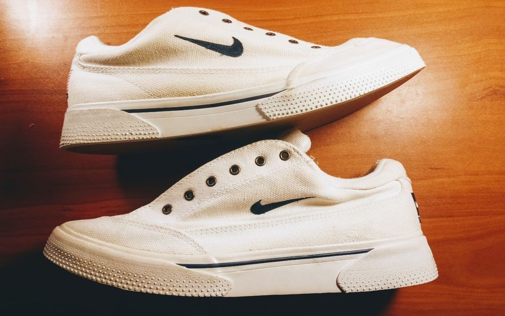 nike canvas shoes under 2000
