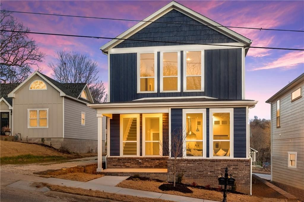 Large Windows Give A Big Feel Custom Home Builders Build Your Dream Home Custom Homes