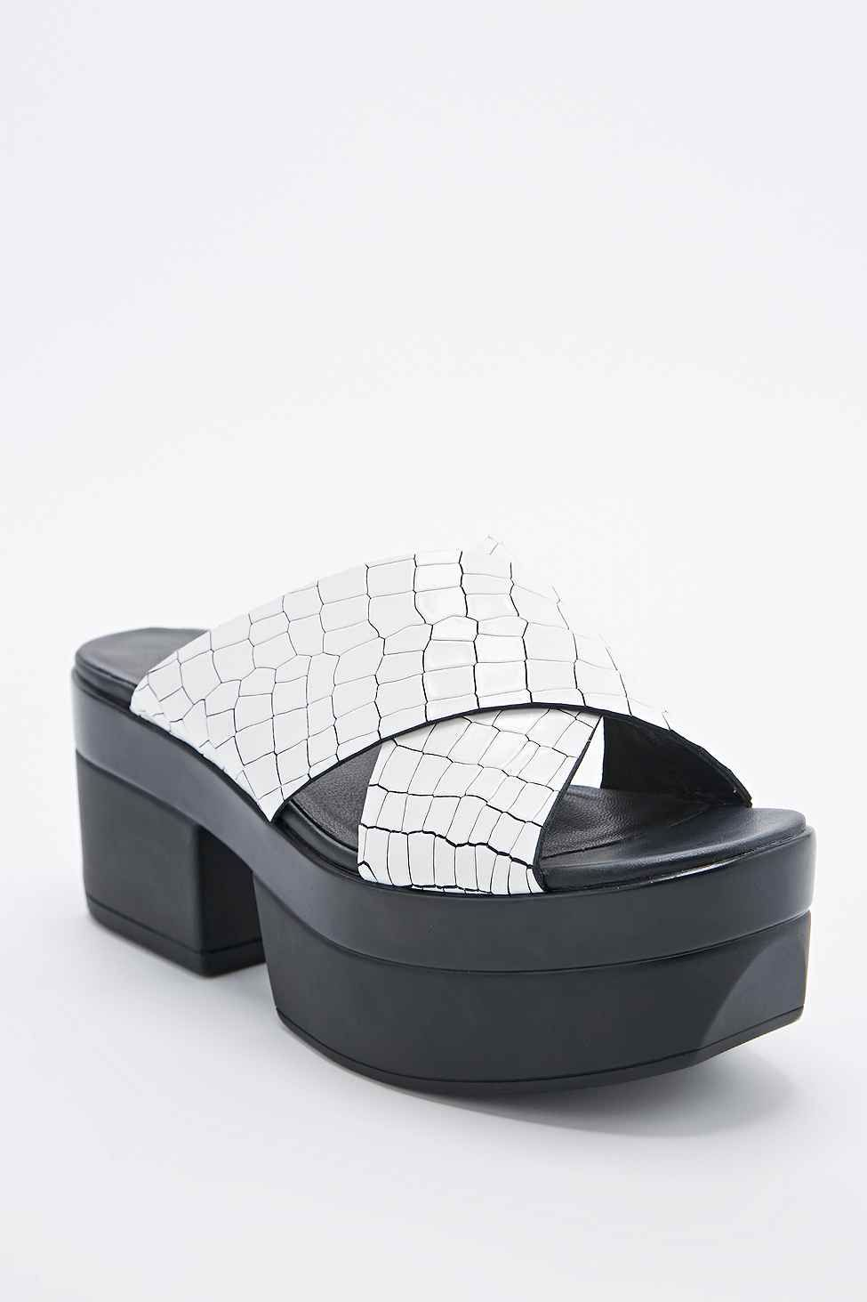 Vagabond Lindi Croc Cross-Over Sandals in White