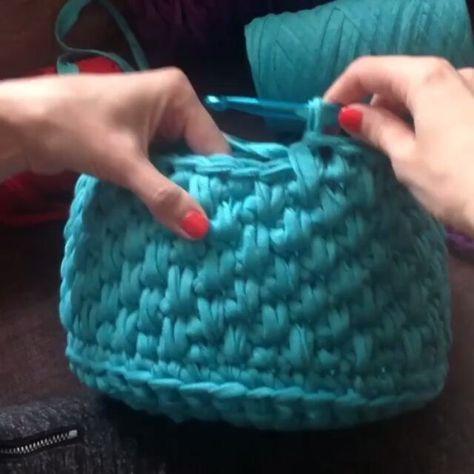 """213 Likes, 13 Comments - Vanessa Eduardo (@passa_la_em_casa) on Instagram: """"Mais um ponto lindo que dá um efeito gracioso para o trabalho. @Regrann from @bobilon #crochet…"""""""