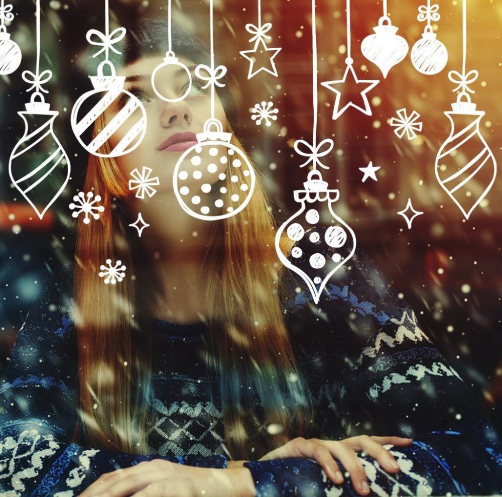 30 Creative Christmas Window Decorations Ideas