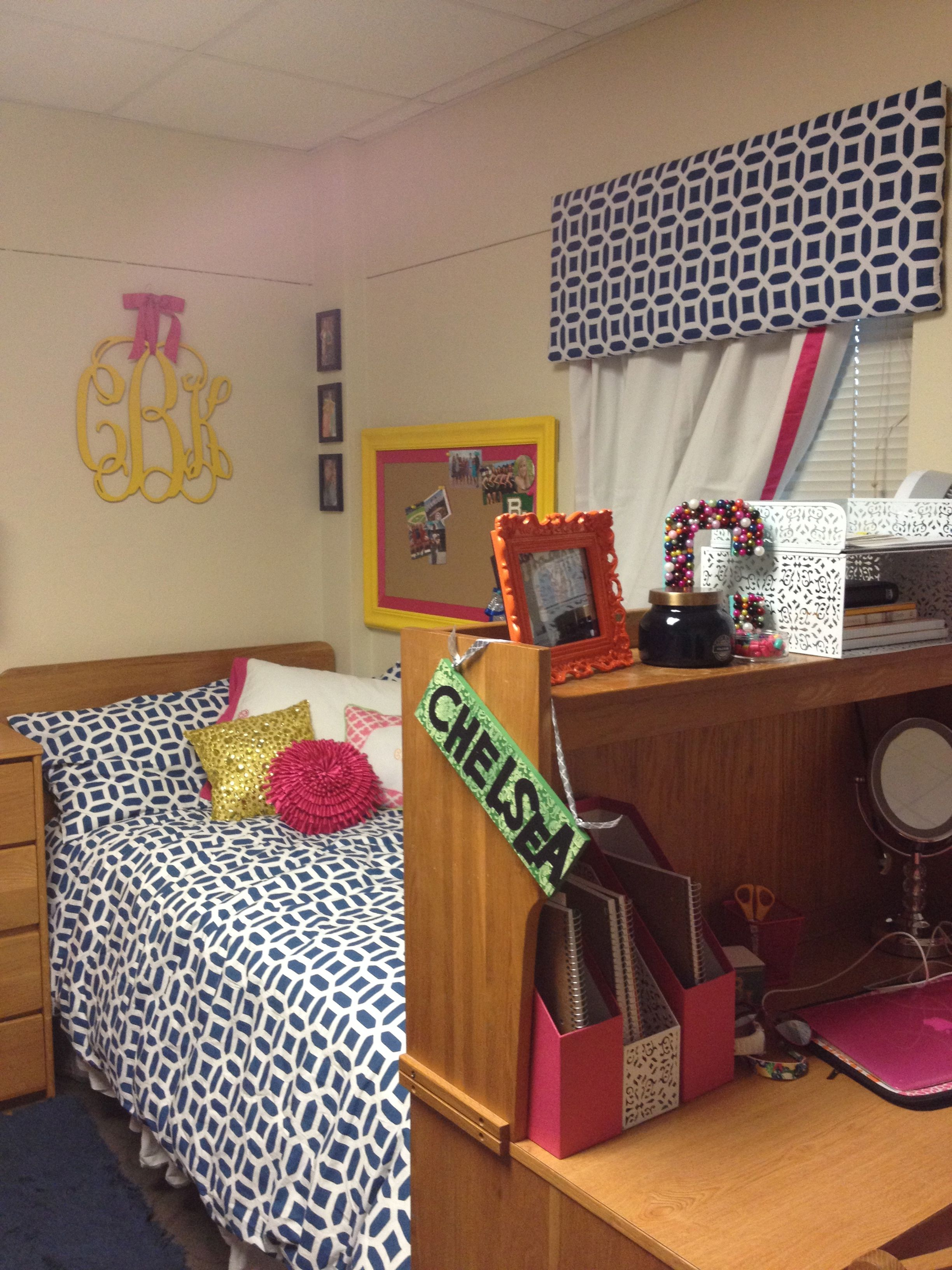 super cute dorm room! Save on your dorm decor with
