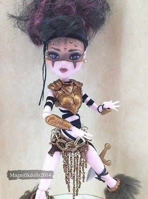"Custom MH Repaint Doll Draculaura ""Enyo Dalka"""