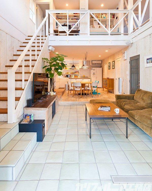16 Fabulous Earth Tones Living Room Designs: SURFER'S HOUSE In 鵠沼海岸