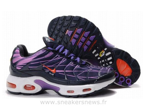 pretty nice 3e80a 9ef7f Chaussures de Nike Air Max Tn Requin Homme Noir Violet et Rouge Basket Tn  Requin Homme Pas Cher
