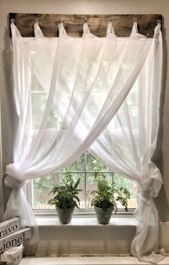 Simple Farmhouse Window Treatments #farmhousediningroom