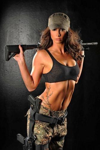 фото красивых картинок девушки с оружием