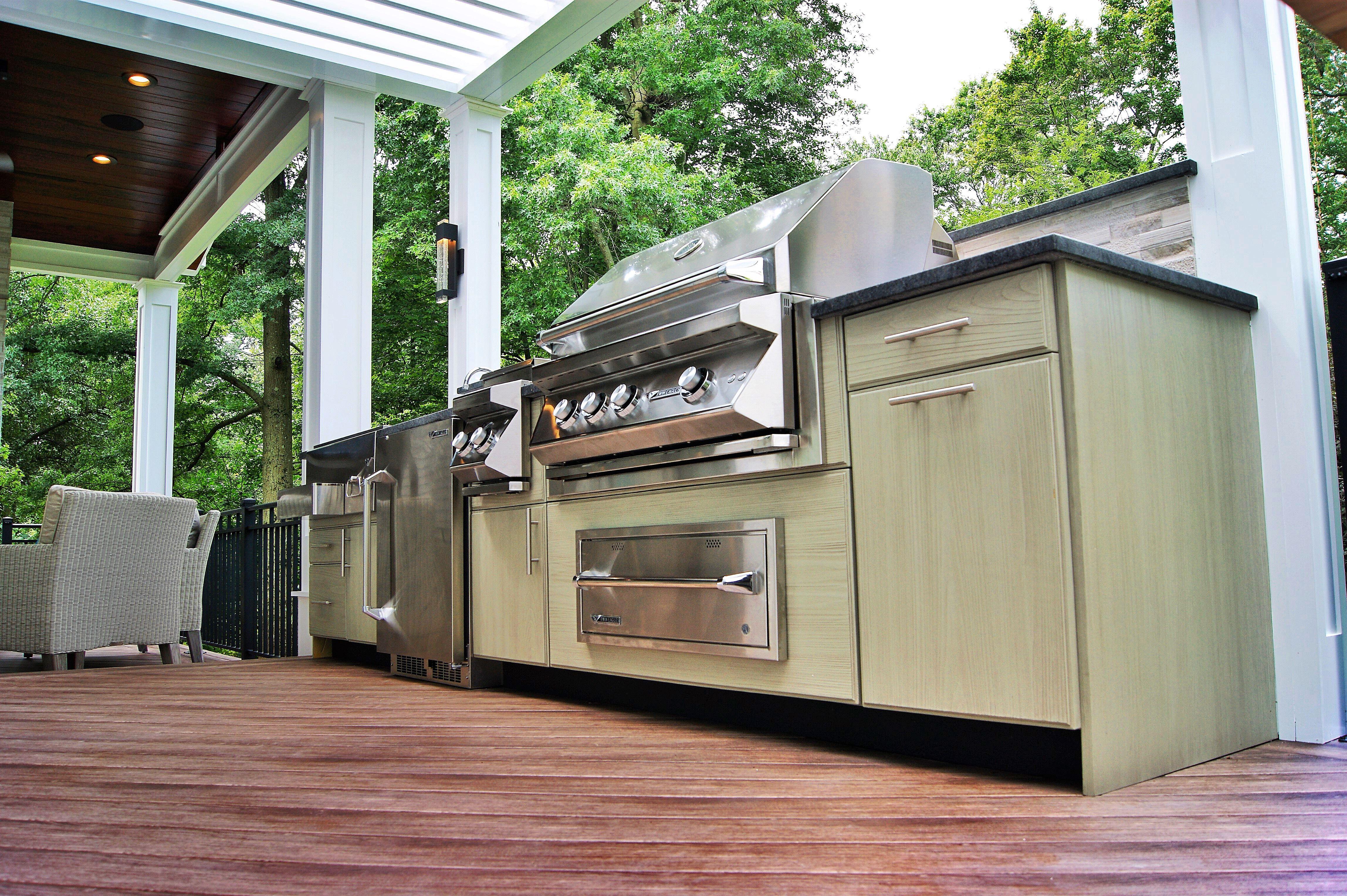 Outdoorkitchen Deckideas Deck Deckremodelers With Images Kitchen Builder Outdoor Kitchen Remodel