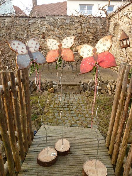 Gartenstecker Schmetterling Mit Fuss Von Generationenladen Auf Dawanda Com Holzblumen Gartenstecker Ostern Basteln Holz