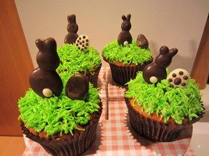 Piped Chocolate Bunny And Egg Easter Cupcake Toppers (from mycakedecorating.co.uk)