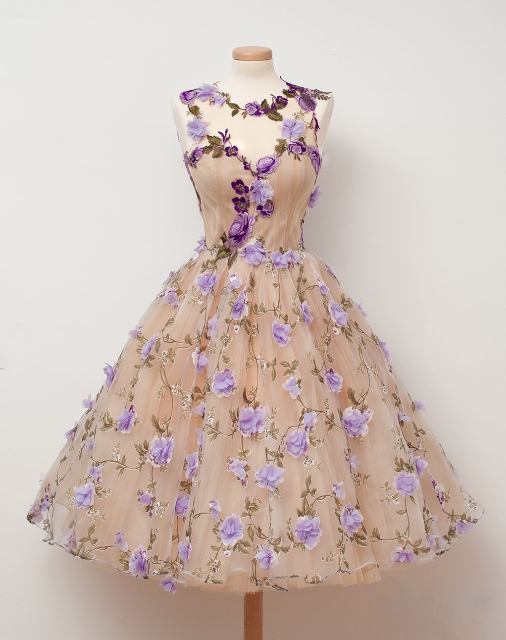 Vintage Fashion Fabulous 50s Inspired Cream Tulle Dress Adorned With Lavender Flo Champagne Homecoming Dresses Tulle Homecoming Dress Homecoming Dresses Short [ 1292 x 1022 Pixel ]