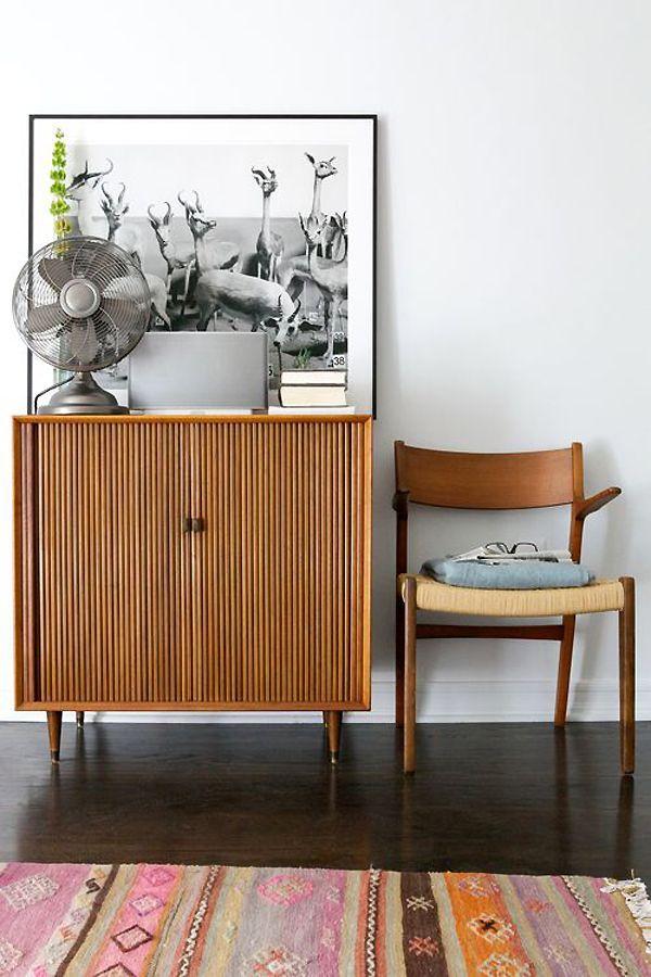 Pin de thais em sala ideias para interiores id ias for Mobilia anos 40