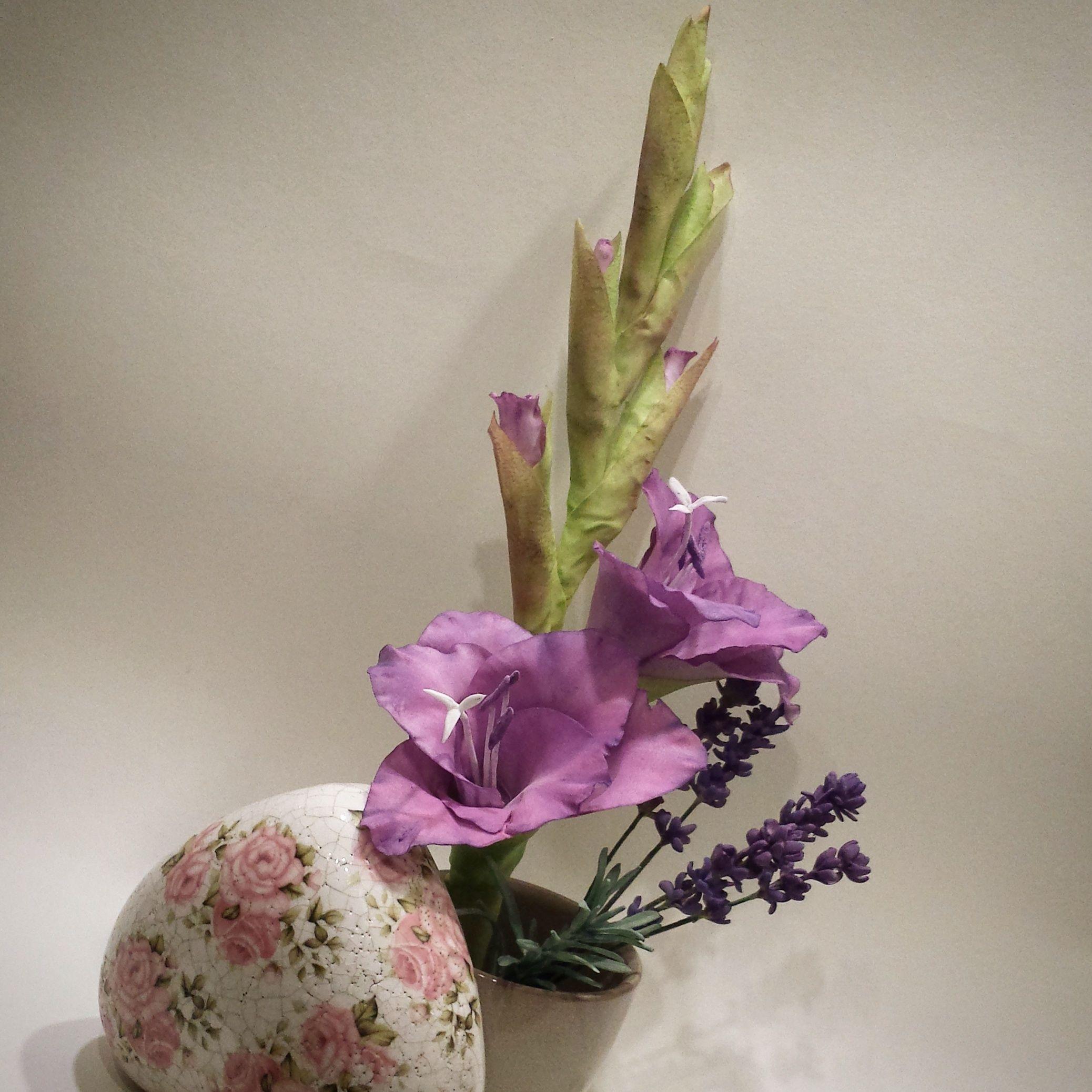 Gumpaste gladiolus tutorial baking decor tutorials pinterest gumpaste gladiolus tutorial sugar paste gum paste clay flowers sugar flowers gladioli izmirmasajfo