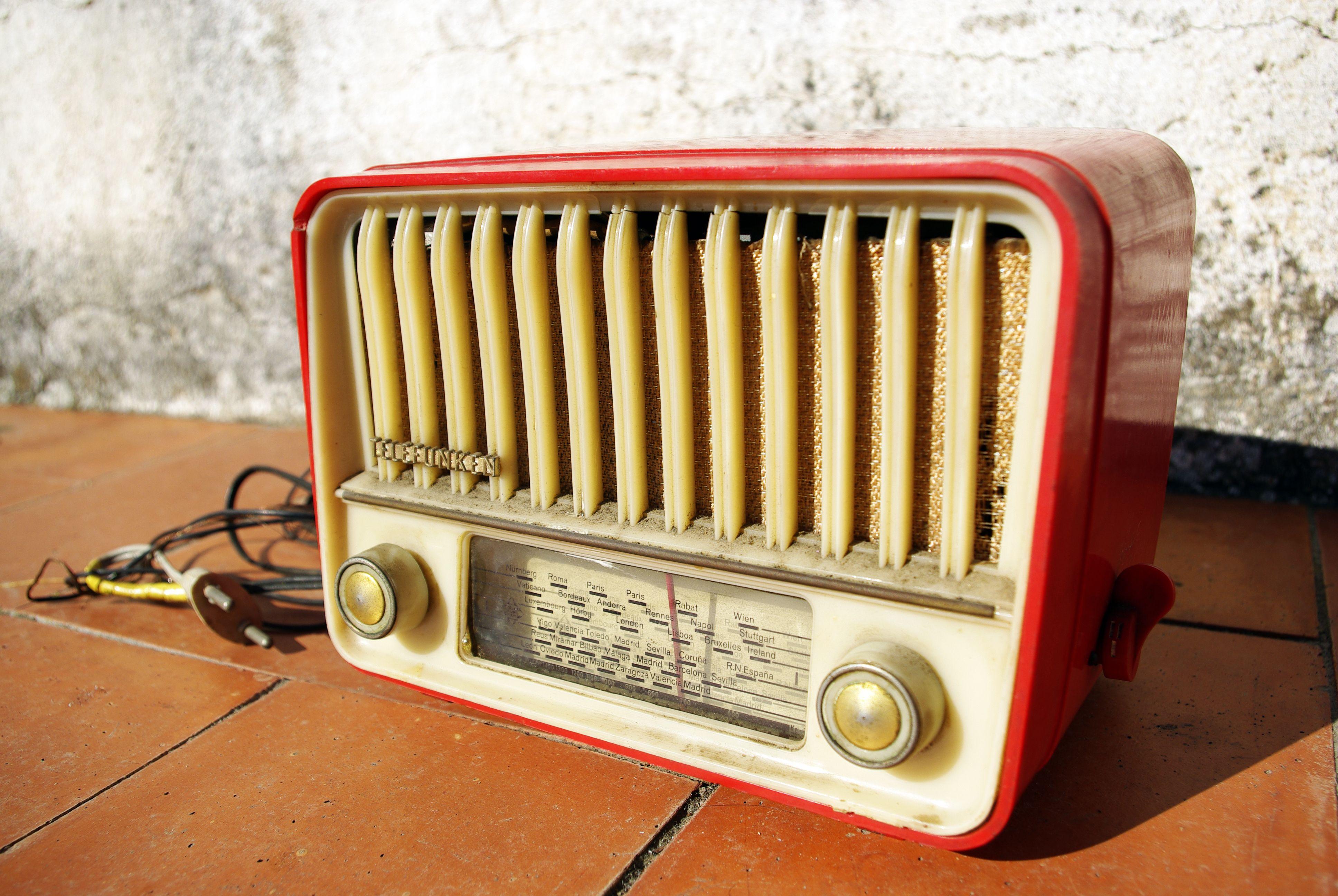 Ràdio vella Telefunken / Old Telefunken radio