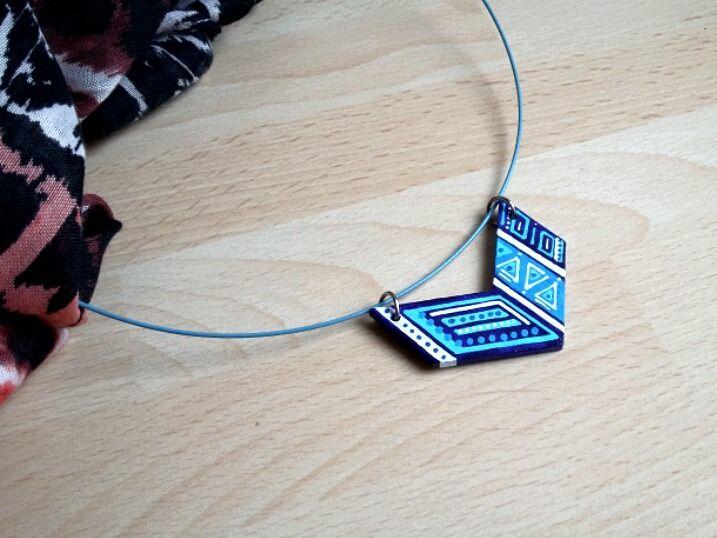 pendentif chevron bleu blanc en bois peint motifs géométriques : Pendentif par art-monize31