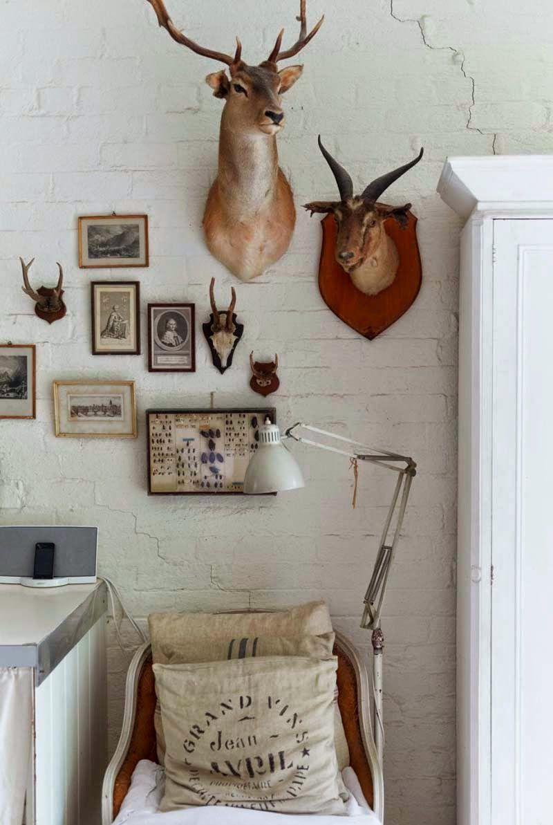 Keltainen talo rannalla: Valkoista, vintagea ja teollisuustyyliä