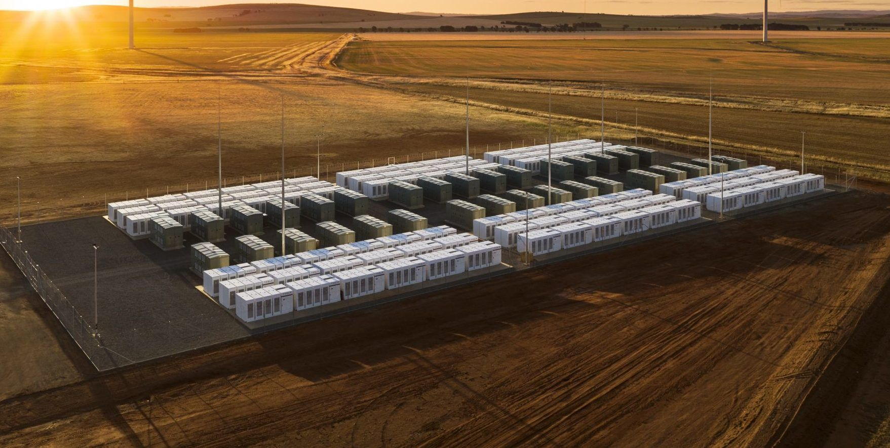 Tesla S Jb Straubel Discusses Batteries And Scalability As New Energy Storage Project Is Announced Tesla Big Battery Battery Farming