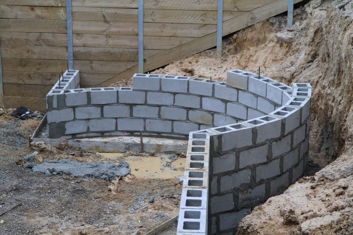 Image Result For Concrete Bricks Curved Wall Concrete Retaining Walls Cinder Block Walls Concrete Block Walls